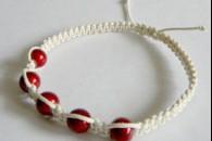 Біло-червоний браслет Шамбала. Майстер клас.