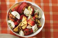 Фруктовий салат з м'ятою і боккончіні