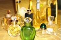 Як зберігати парфуми і як душитися