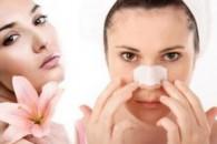 Як позбутися чорних крапок на носі