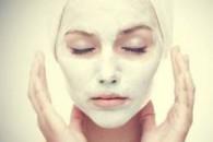 Маска для обличчя з білої глини