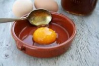 Маска з яйця для обличчя