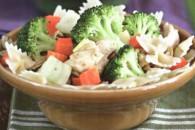Паста з куркою і овочами