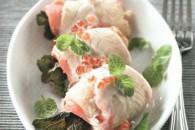 Рулетики з камбали і лосося з білим соусом