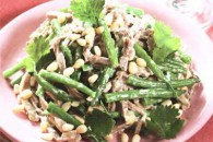Салат з язика з горіхами і зеленою квасолею