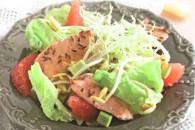 Салат з морської форелі з імбирно-грейпфрутової заправкою