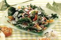 Салат зі шпинату з сирним соусом
