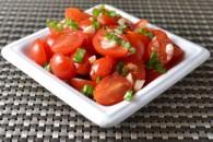 Салат з томатів і часнику
